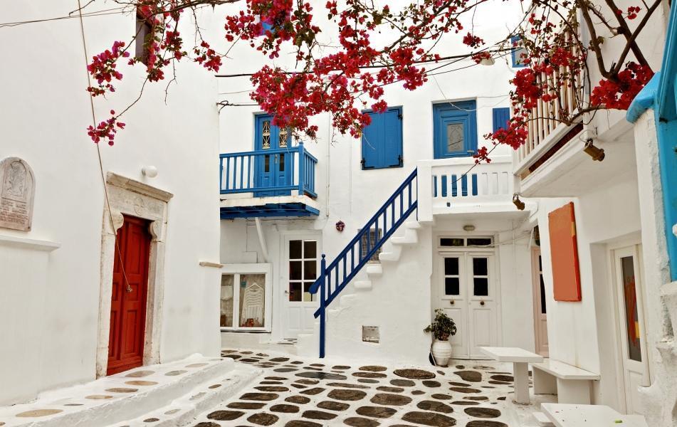 جزیره زیبای سانتورینی برای بازدید در کشور یونان
