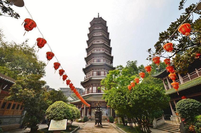 معبد شش درخت انجیر در شهر گوانجو