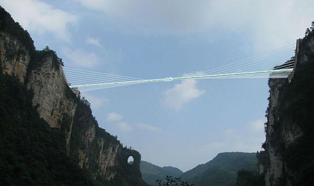 طولانی ترین پل شیشه ای جهان در کشور چین قرار دارد