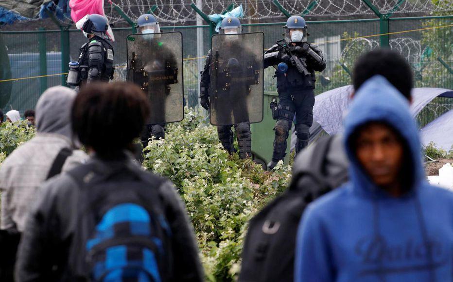 پلیس فرانسه 500 مهاجر را اخراج کرد