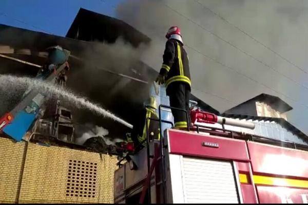 خبرنگاران آتش سوزی گسترده کارخانه فراوری لنت کاشان مهار شد