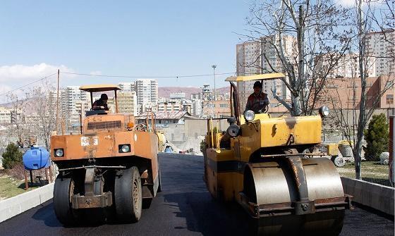 انجام عملیات آسفالت زیره پل همسان کابلی تبریز
