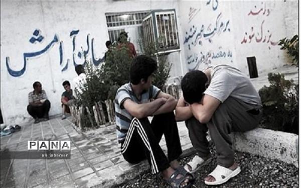 اکران آثار سینمایی و مستند اوج در کمپ های ترک اعتیاد