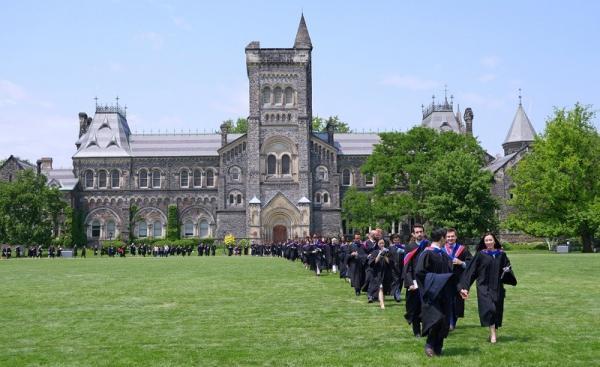 برخی از دانشگاه ها مانند بریتیش کلمبیا با چنین الزامی موافق نیستند